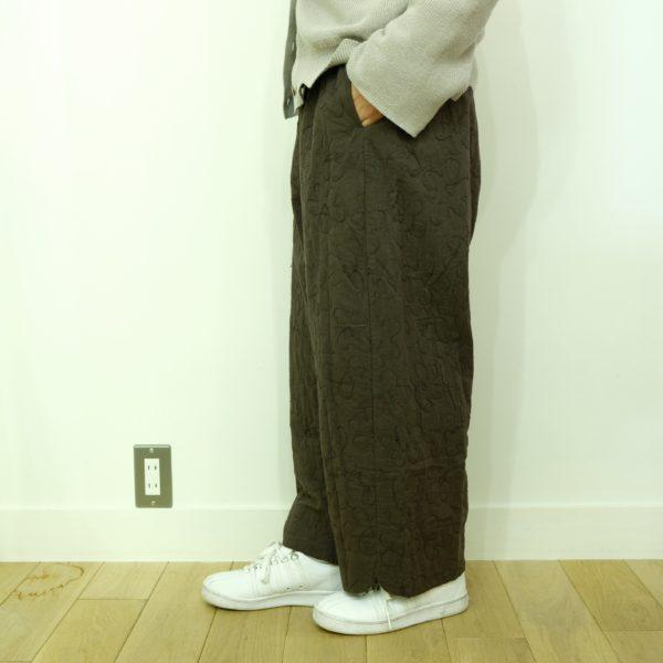 tumugu フラワーキルトのパンツ