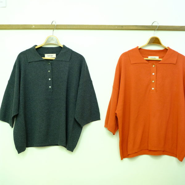 tumugu リネンライクコットンニットのポロシャツ