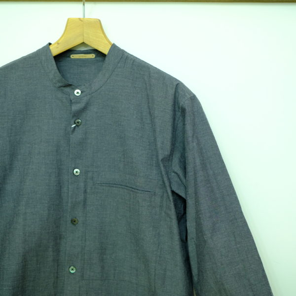 LA MOND バンドカラーの7分袖シャツ