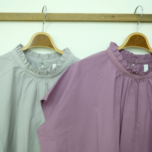 kelen 衿に刺繍のブラウス