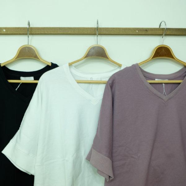 Commencement VネックのドルマンTシャツ