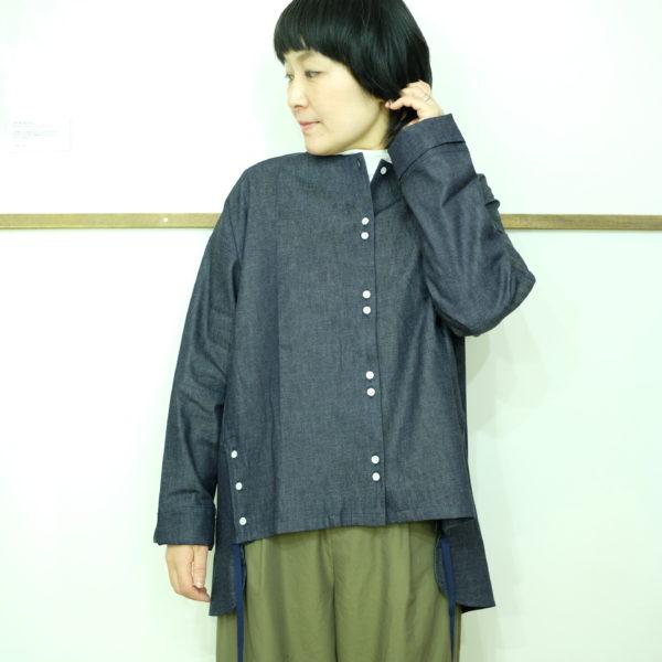 isato design works サイド釦スリットシャツ